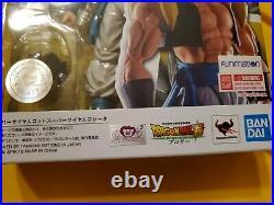 Bandai S. H. Figuarts DragonBall Z Super Saiyan God Super Saiyan Gogeta Funimation